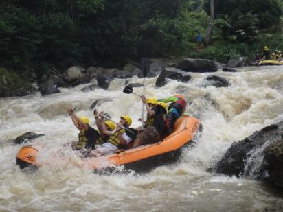 Paket Hemat Rafting Mengarungi Sungai Cisadane Outbound Buat Penikmat Aktivitas