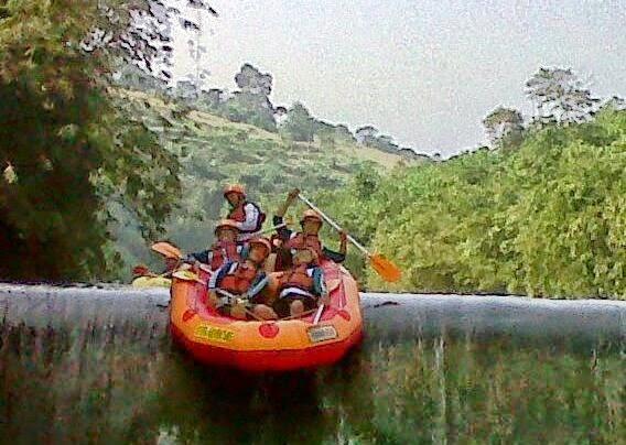 Paket Rafting Bogor Arung Jeram Finish Sungai Cisadane Kab