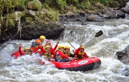 Paket Rafting Bogor Arung Jeram Sungai Cisadane Kab
