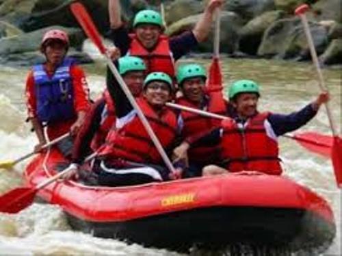 Paket Rafting Sungai Cisadane Bogor Download 2 Kab