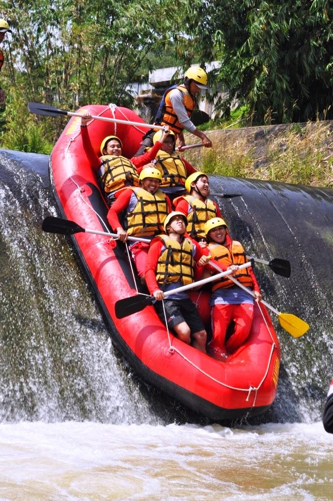 Paket Wisata Arung Jeram Bogor 0856 9140 9060 Rafting Sungai