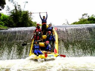 Serunya Rafting Sungai Cisadane Bogor Jeram 3 Meter Paket Arung