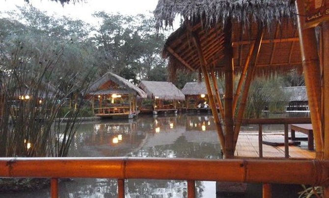 24 Tempat Wisata Bogor Kekinian Instagramable Rumah Air Nirwana Residence