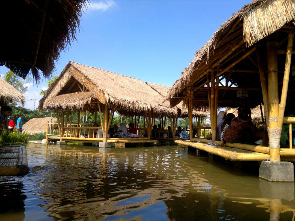 Restoran Keluarga Bernuansa Alam Bogor Blog Ivacanza Rumah Air Nirwana