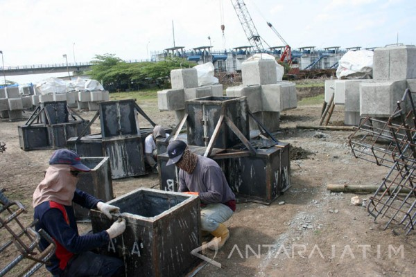 Balai Besar Perbaiki Pelengsengan Bendung Gerak Bojonegoro Antara Bendungan Kab