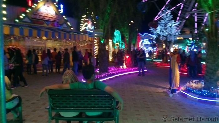 Tempat Wisata Keluarga Bojonegoro Malam Hari Oleh Selamet Fun Theme