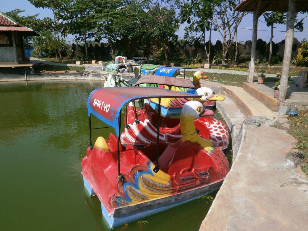 Bojonegoro Wisata Taman Sariyo Waterboom Jonegoro Sepeda Air Salah Satu