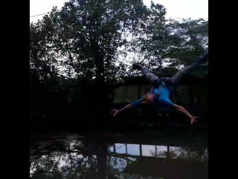 Gaya Flaying Fox Berani Taman Wisata Sariyo Youtube Kab Bojonegoro