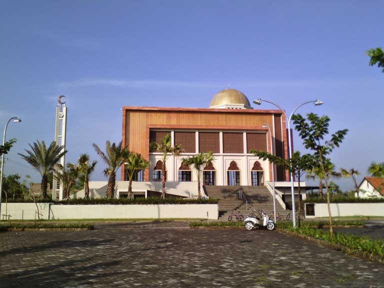 Eloknya 15 Tempat Wisata Bojonegoro Jawa Timur Trip Jalan Masjid