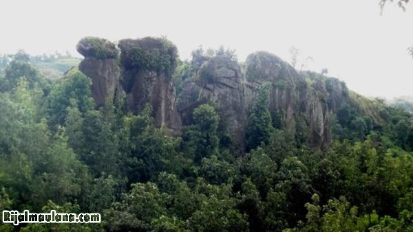 Alamat Situs Wisata Batu Solor Cermee Stonehenge Bondowoso Rijal Sejarah