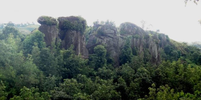 Eksotisme Batu Solor Tak Kalah Situs Stonehenge Inggris Tersusun Rapi