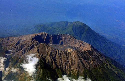 Hidden Paradise Bondowoso Surganya Traveler Gunung Raung Terletak Tiga Wilayah