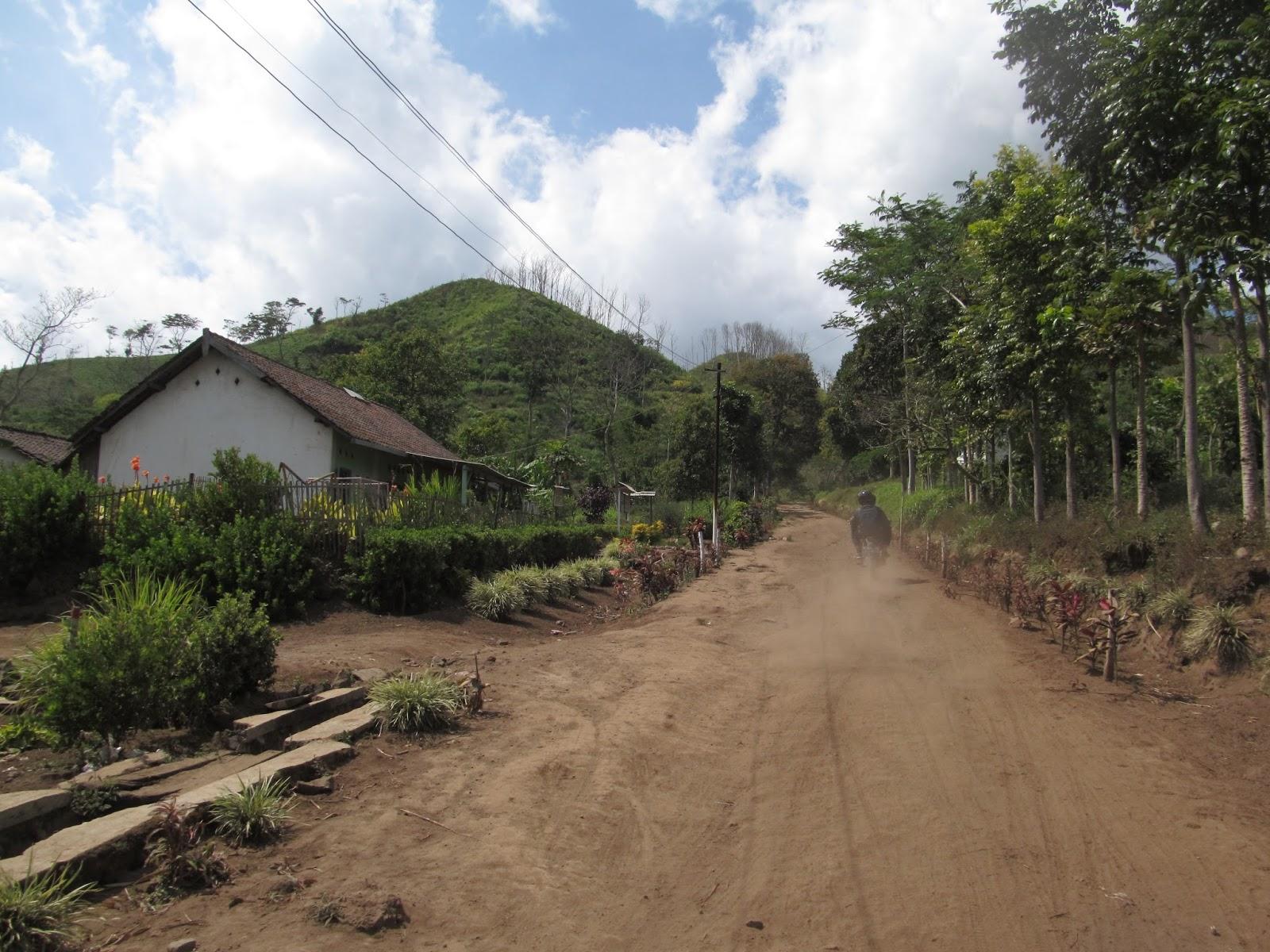 Taman Galuh Surga Tersembunyi Kaki Gunung Crengih Berita Bondowoso Jalan