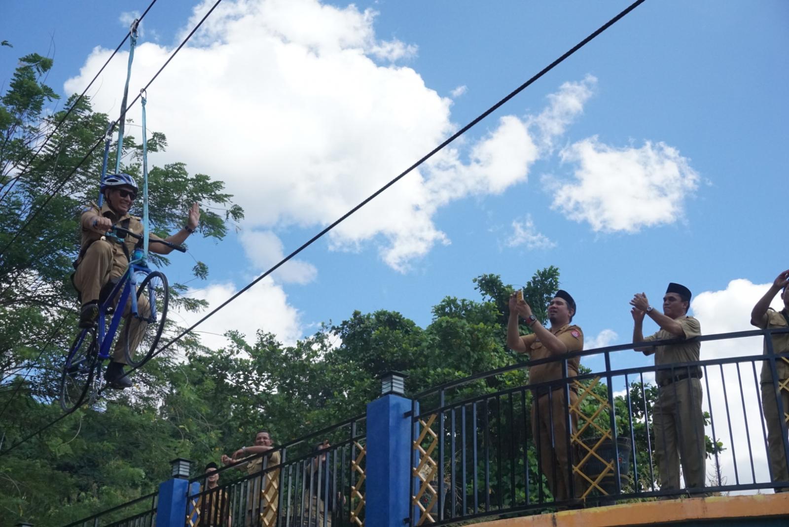 Bersepeda Udara Jadi Wahana Taman Wisata Lombongo Laut Olele Kab