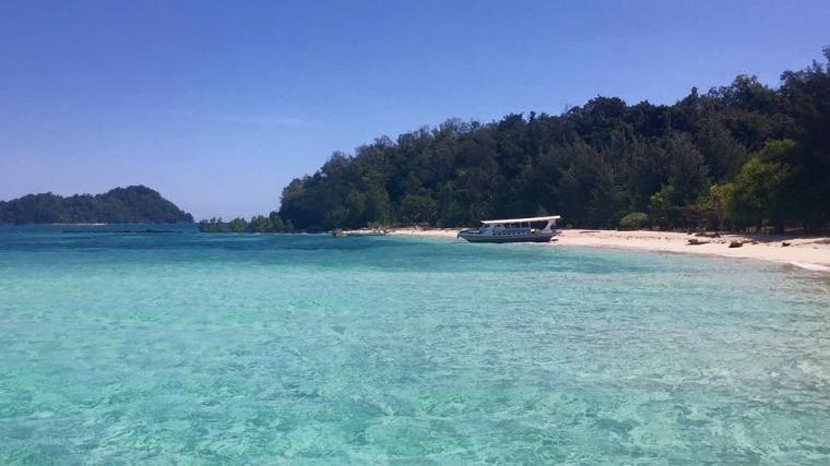 Salah Satu Destinasi Wisata Bahari Pulau Saronde Provinsi Gorontalo Taman