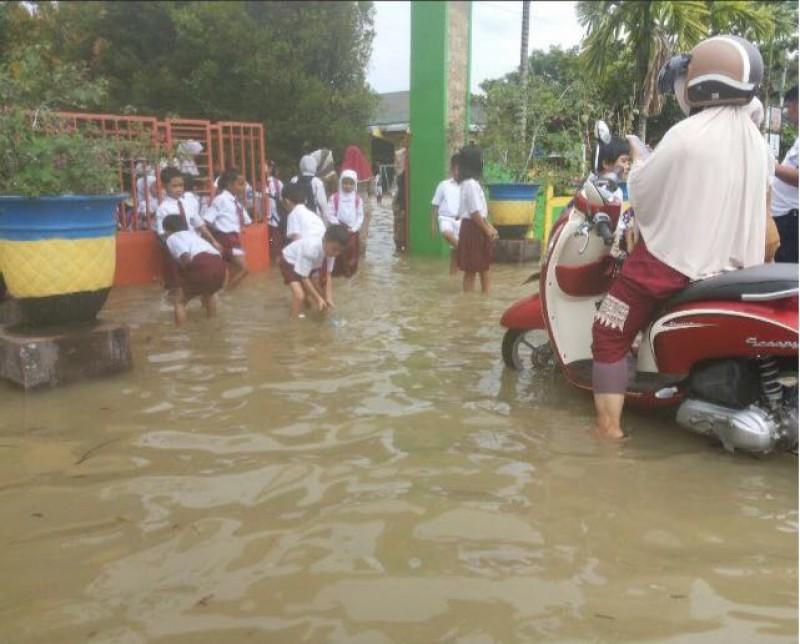 Daerah Kabupaten Bulungan Diterjang Banjir 43 Sekolah Libur Rri Istana