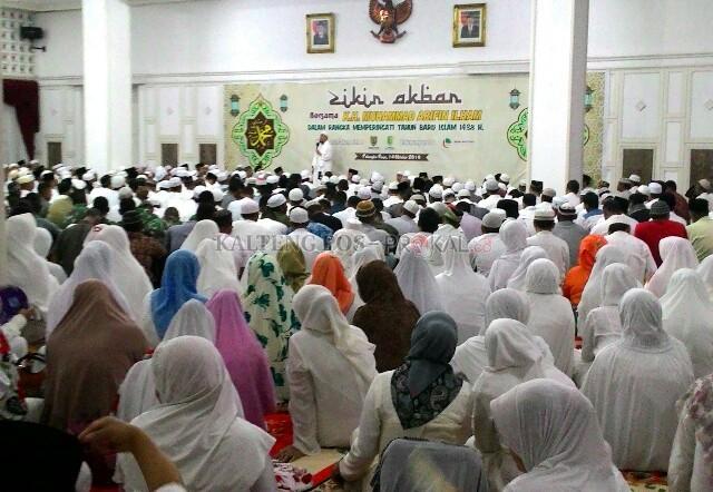 Dipimpin Ustaz Arifin Ilham Gema Zikir Berkumandang Istana Isen Aula