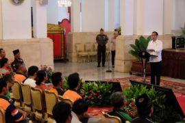 Genjot Pembangunan Konektivitas Antardaerah Antara News Kalimantan Jokowi Janji Sikat