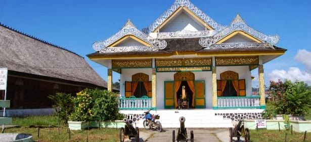Informasi Wisata Kaltara Alam Sejarah Mengetahui Kasultanan Bulungan Mengunjungi Masjid