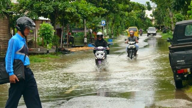 Jongfajar Kelana Tanjung Selor Dihiasi Genangan Air Banjir Istana Olahraga