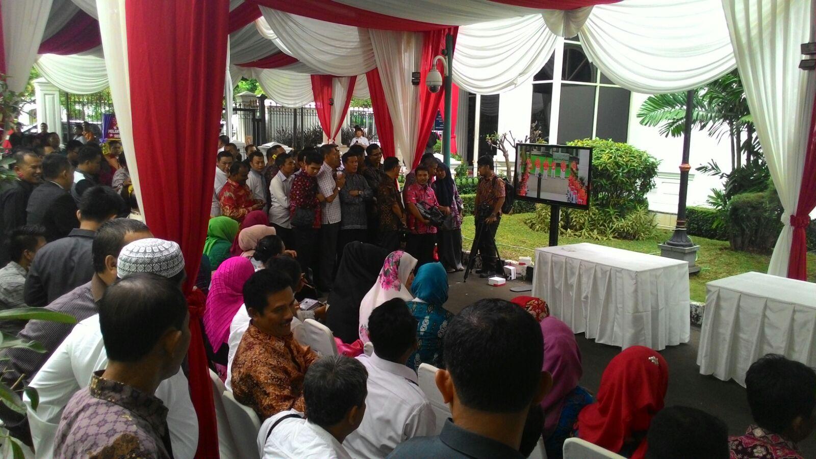 Nobar Pelantikan Gubernur Halaman Istana Negara Jakarta Radar Ala Seru