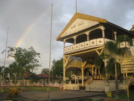 Wisata Catatan Perjalanan Yusuf Iskandar Sore Istana Kadriah Sepenggal Pelangi