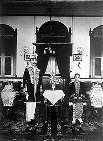 Kesultanan Bulungan Wikipedia Bahasa Indonesia Ensiklopedia Bebas Sultan Jalaluddin Bersama