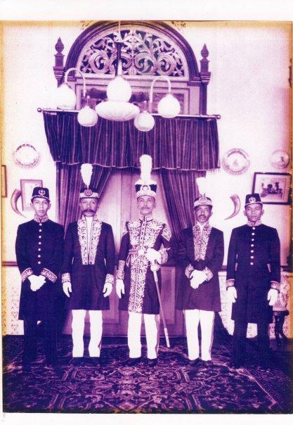 Sejarah Budaya Bulungan Januari 2011 Sultan Djalaluddin Beserta Menteri Kesultanan