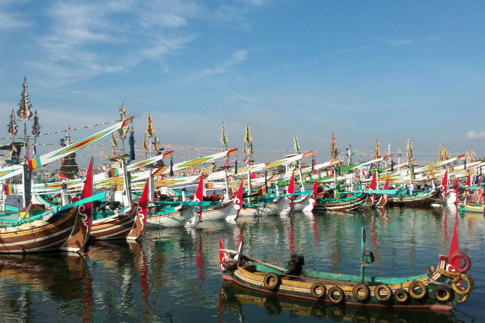 Pesona Semenanjung Sembulungan Surga Tersembunyi Tpi Muncar Kapal Nelayan Dekat