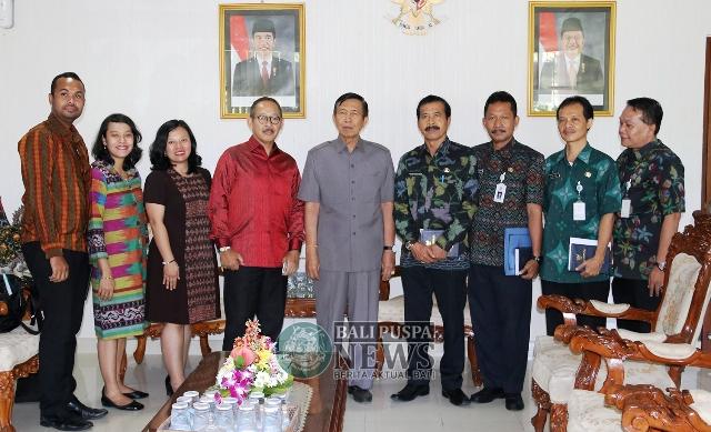 Konsulat Republik Indonesia Darwin Tawarkan Perkuat Kerjasama Dicky Soerjanatamihardja Merah