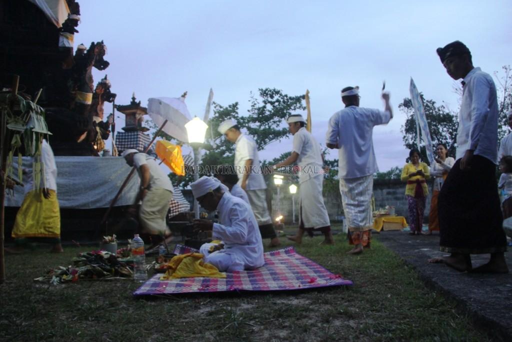 Radar Kaltara Tarakan Sambut Nyepi Umat Hindu Melaksanakan Upacara Pangarupukan
