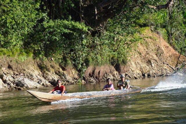 Desa Long Bang Peso Hilir Bulungan Perahu Kayu Bermesin Motor