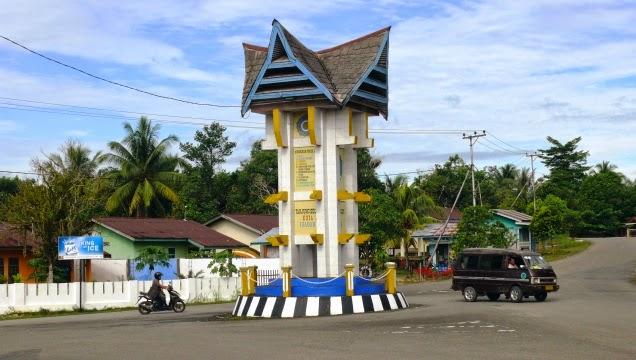 Tugu Atap Lamin Kabupaten Bulungan Kalimantan Utara Taman Cendrawasih Kab