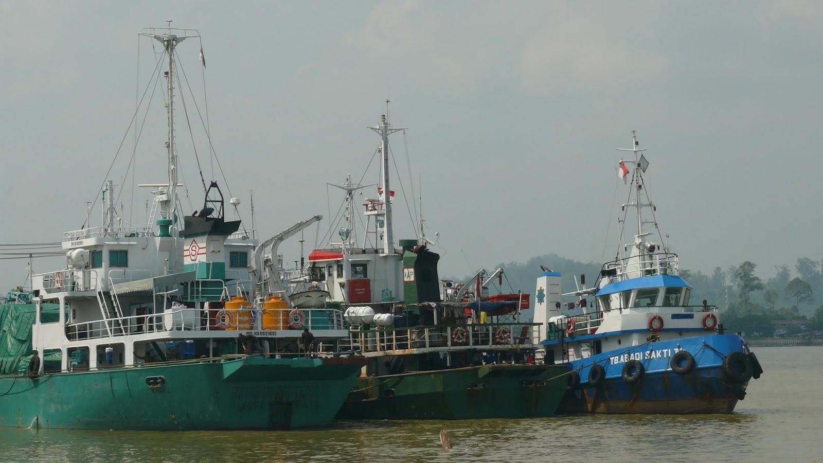 Pelabuhan Pesawan Kereta Api Kaltara Suasana Bongkar Muat Kayan Tanjung