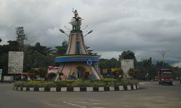 Budi Mayo Perjalanan Tanjung Selor Tugu Puteri Lemlai Suri Cinta