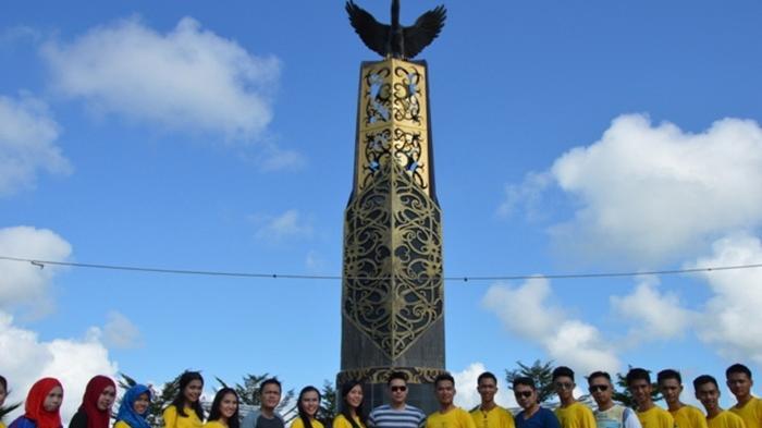 Personel Band Kunjungi Tugu Cinta Damai Tanjung Selor Tribun Kab