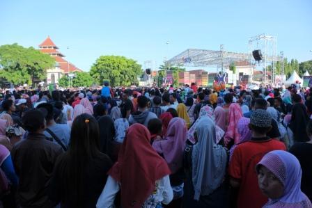 Hut Kabupaten Cilacap Diisi Karnaval Inbox Sctv Tribratanews Jateng Polri