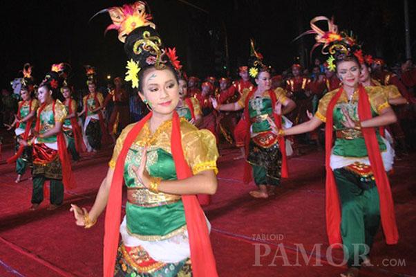 Parade Budaya Menghibur Ribuan Warga Cilacap Meskipun Sempat Guyur Hujan