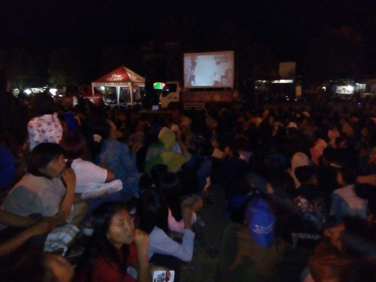 Ribuan Masyarakat Tumpah Ruah Alun Kecamatan Sidareja Nonton Sidereja Kabupaten