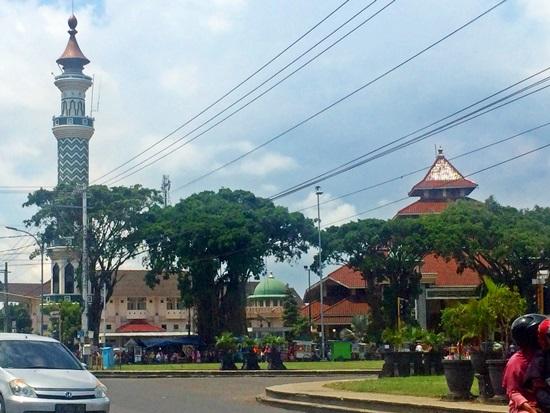 Singgah Masjid Agung Darussalam Cilacap Berdiri Kokoh Sisi Barat Alun