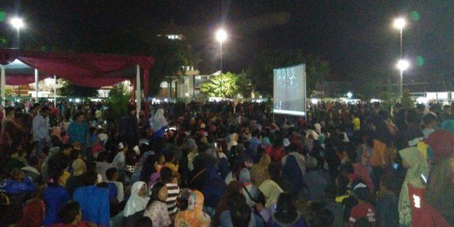 Wooww 5000 Masyarakat Padati Alun Cilacap Nonton Bareng Film 30