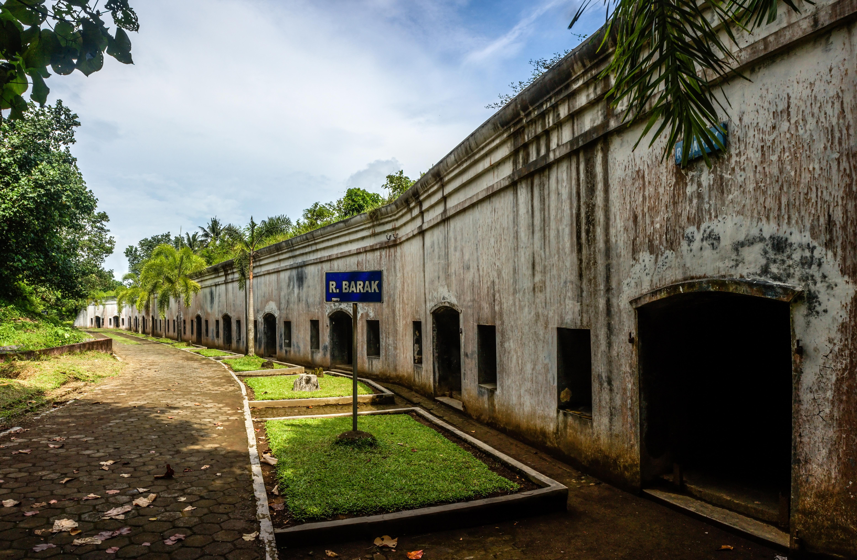 Benteng Pendem Cilacap Wikipedia Barracks Kab