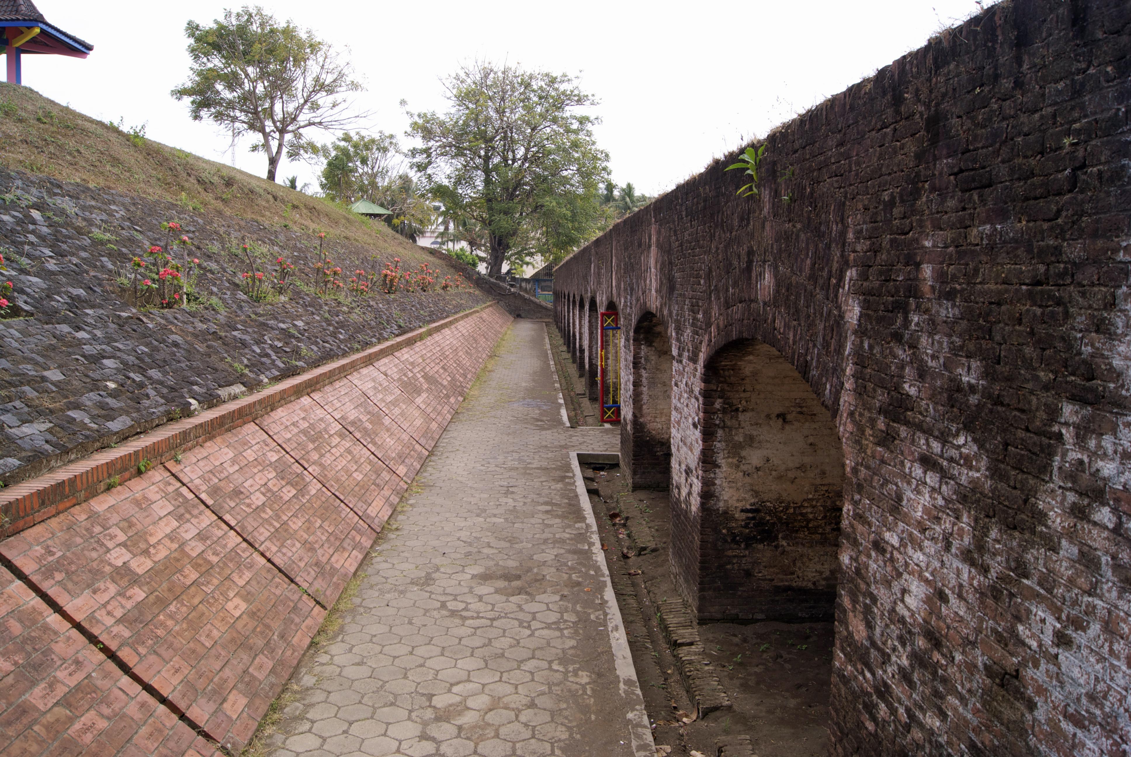 File Benteng Pendem Cilacap Fortress Jpg Wikimedia Commons Kab