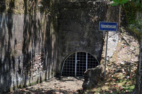 Jauh Mirip Bukit Ternyata Area Benteng Tersembunyi Cilacap Pendem Kab