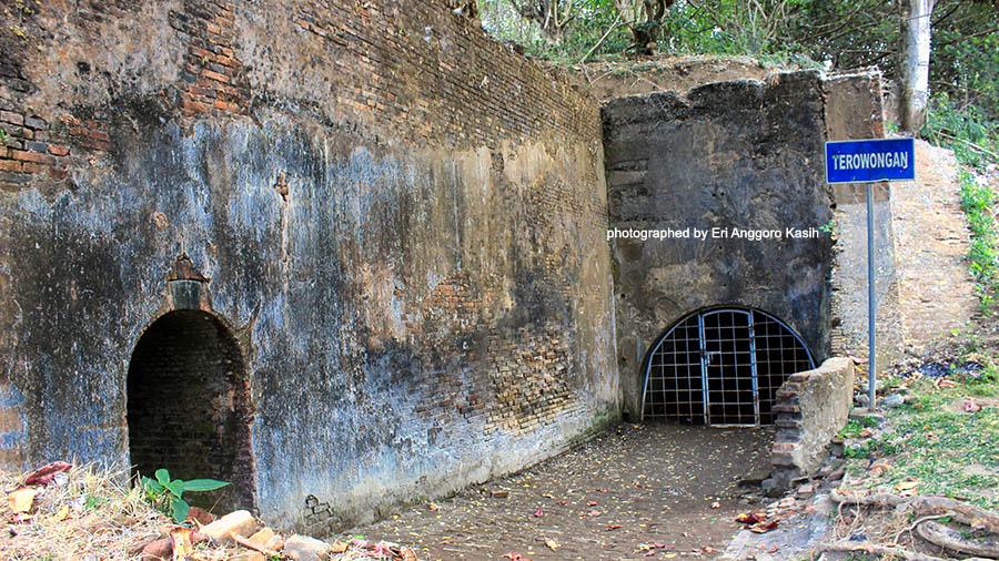 Menikmati Wisata Sejarah Benteng Pendem Cilacap Ghost Ship Terowongan Kab
