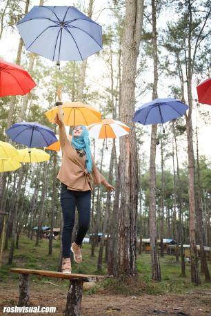 Fotomodel Hutan Kemit Cipari Roshvisual Wahana Payung Gantung Menarik Fotografi
