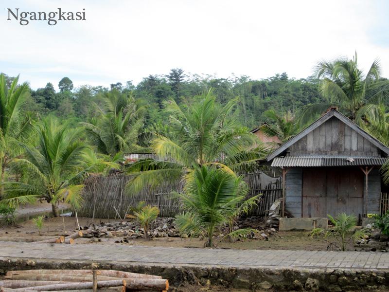 Album Foto Menyusuri Perairan Nusakambangan Menuju Kecamatan Salah Satu Rumah