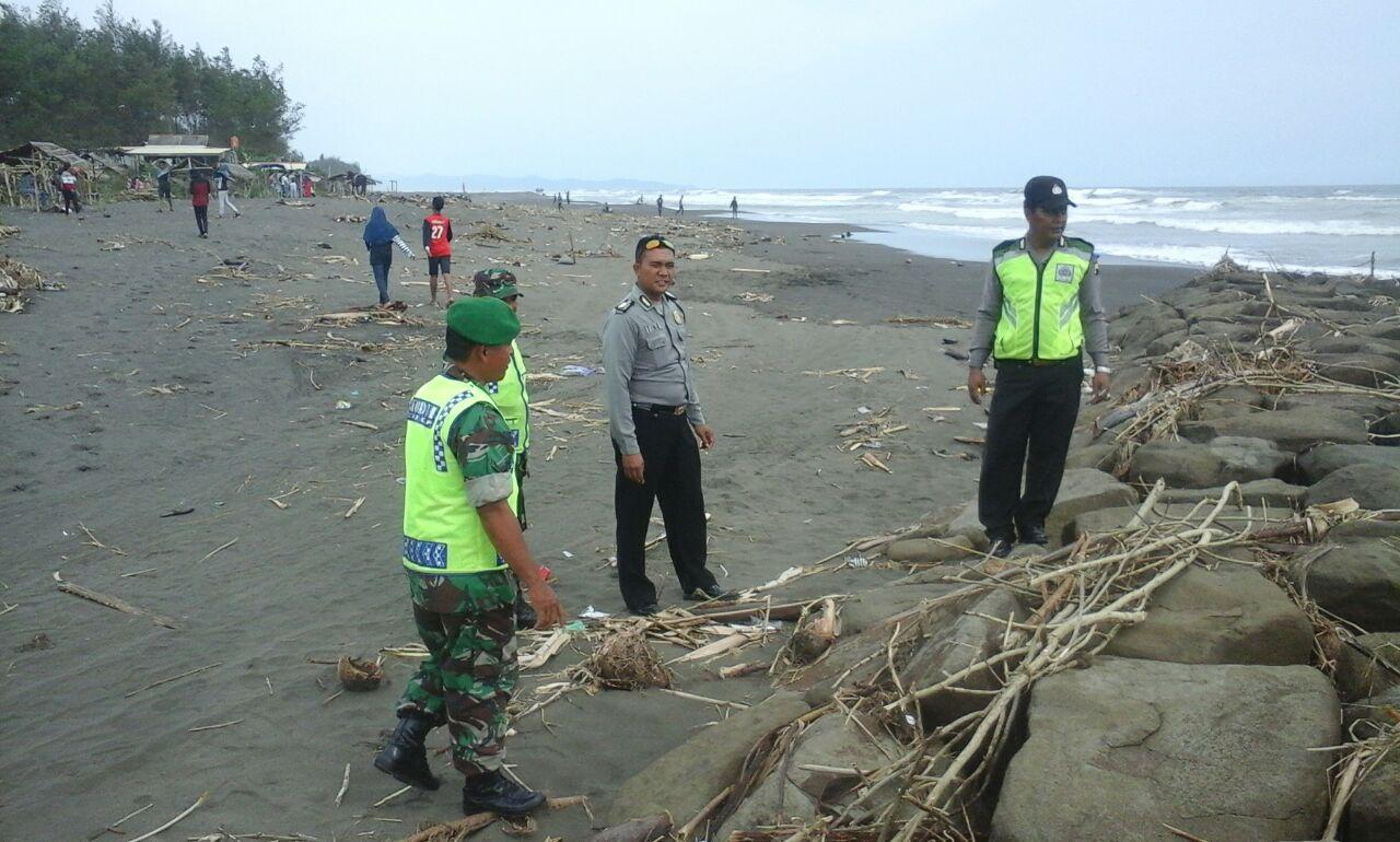 Koramil Bersama Polsek Amankan Obyek Wisata Pantai Sodong Kab Cilacap