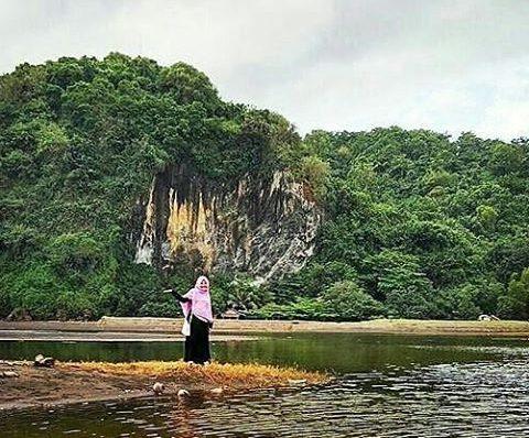 Obyek Wisata Pantai Sodong Cilacap Jawa Tengah Tepatnya Berada Kabupaten
