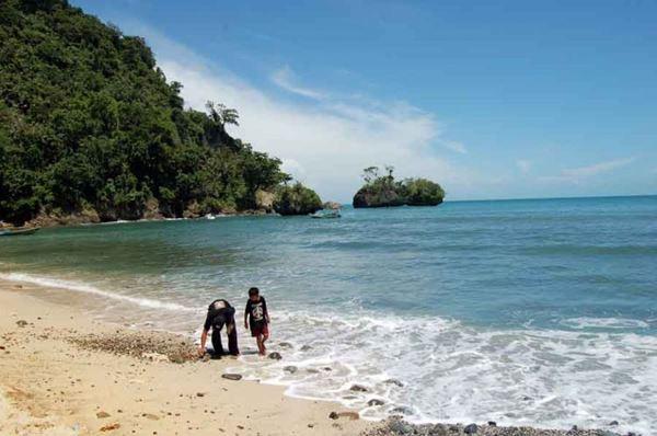 10 Tempat Wisata Cilacap Cocok Berlibur Pantai Widarapayung Kab